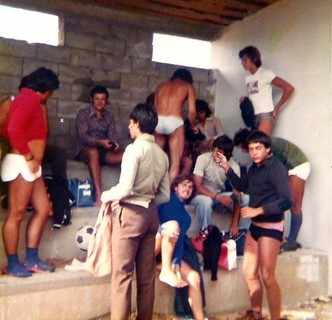 Amici a Sa Rodia negli spogliatoi