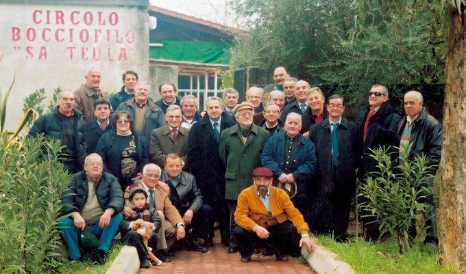 I soci del Circolo Bocciofilo Sa Teula di Ghilarza